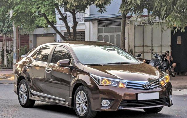 Cần bán nhanh chiếc Toyota Corolla Altis sản xuất năm 2014, màu nâu0