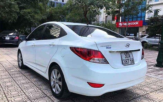 Cần bán xe Hyundai Accent năm sản xuất 2014, màu trắng, nhập khẩu  3
