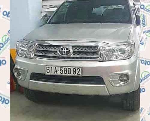 Cần bán Toyota Fortuner sản xuất 2010, màu bạc chính chủ, giá tốt0