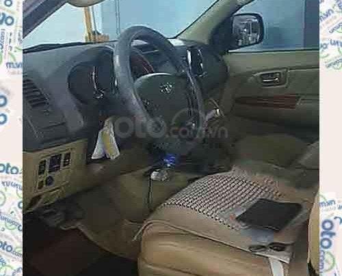 Cần bán Toyota Fortuner sản xuất 2010, màu bạc chính chủ, giá tốt1