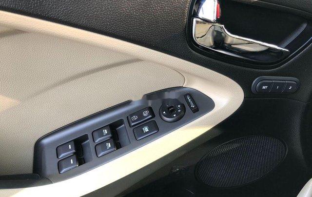 Cần bán lại xe Kia Cerato sản xuất 2017, full option6