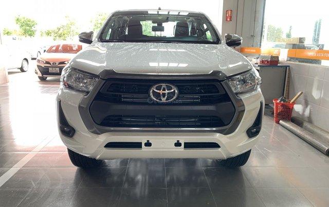 Toyota Hilux 2.4 AT 4X2, bán tải 1 cầu - giao ngay- giá tốt nhất thị trường1