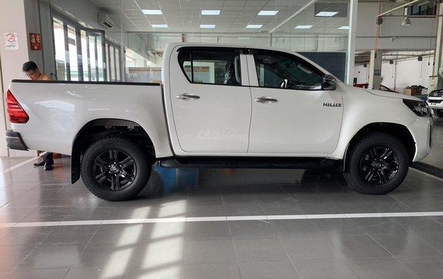 Toyota Hilux 2.4 AT 4X2, bán tải 1 cầu - giao ngay- giá tốt nhất thị trường2