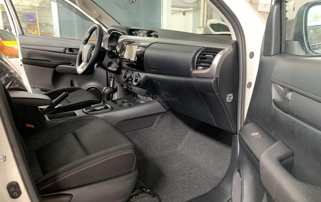 Toyota Hilux 2.4 AT 4X2, bán tải 1 cầu - giao ngay- giá tốt nhất thị trường7