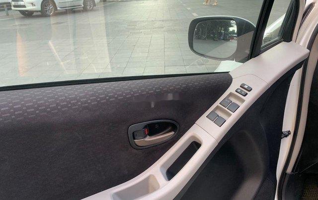 Cần bán xe Toyota Yaris đời 2010, màu trắng, xe nhập, 328tr11