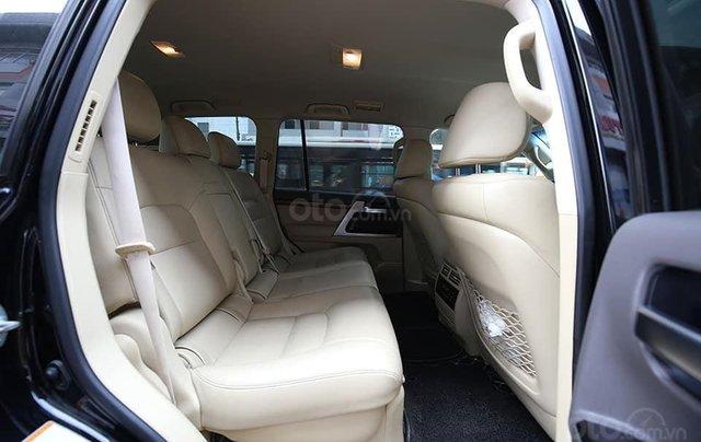 Hỗ trợ mua xe giá thấp với chiếc Toyota Land Cruiser VX 4.6 sản xuất 20166
