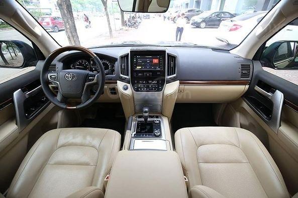 Bán Toyota Land Cruiser VX 4.6 sản xuất 2016, màu đen5