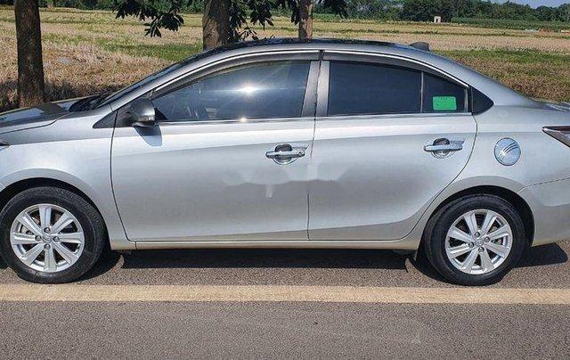 Cần bán lại xe Toyota Vios đời 2015, màu bạc, giá chỉ 350 triệu0