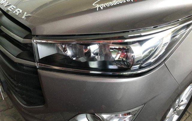 Cần bán lại xe Toyota Innova năm sản xuất 2017, 575tr2