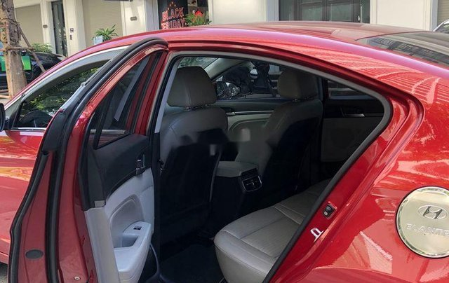 Cần bán xe Hyundai Elantra năm sản xuất 2016, màu đỏ, 520tr4