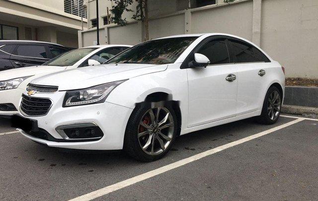 Cần bán gấp Chevrolet Cruze 2017, màu trắng còn mới2