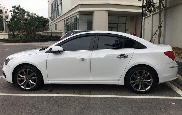 Cần bán gấp Chevrolet Cruze 2017, màu trắng còn mới3