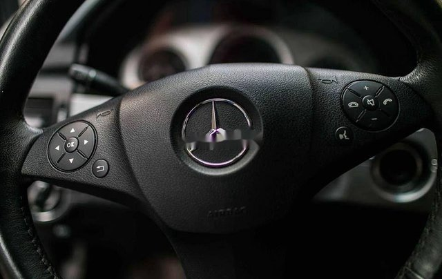 Cần bán xe Mercedes GLK 300 đời 2009, màu đen, nhập khẩu 5