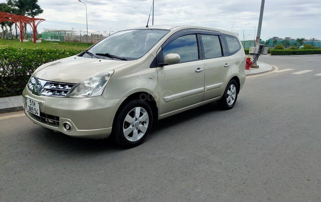 Cần bán lại Nissan Grand Livina 2010, giá chỉ 285 triệu0