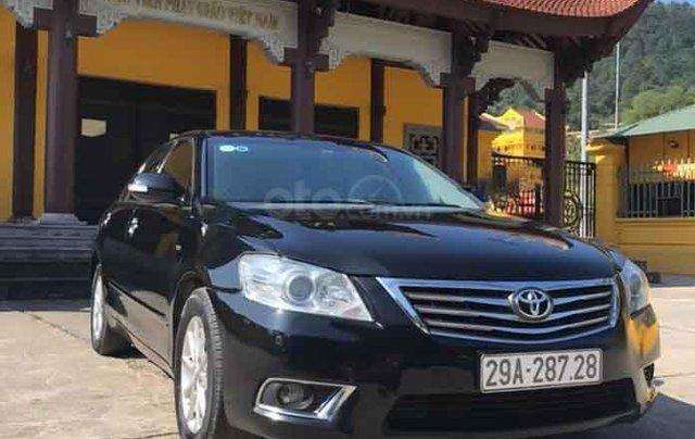 Cần bán gấp Toyota Camry đời 2011, màu đen chính chủ0