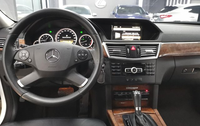 Bán nhanh Mercedes E200 2011 màu trắng giá cạnh tranh4