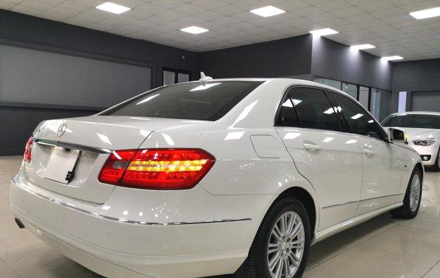 Bán nhanh Mercedes E200 2011 màu trắng giá cạnh tranh0
