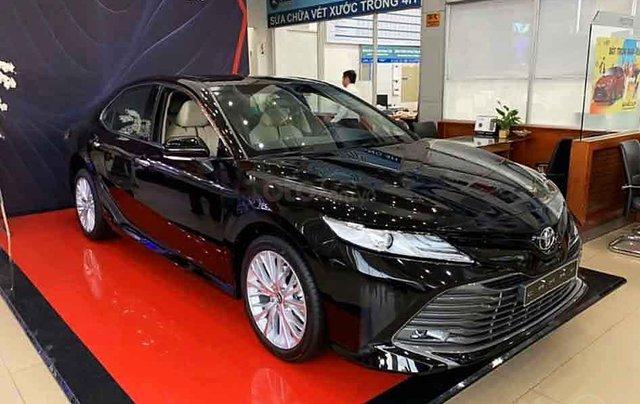 Bán Toyota Camry 2.5Q sản xuất 2020, màu đen, xe nhập0