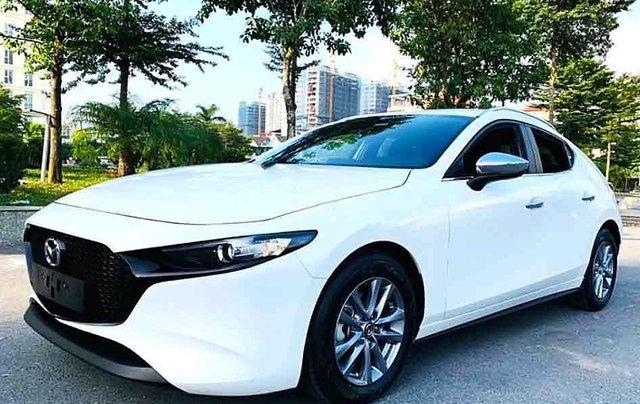 Bán Mazda 3 1.5L Sport Luxury năm sản xuất 2020, màu trắng chính chủ, giá 745tr0