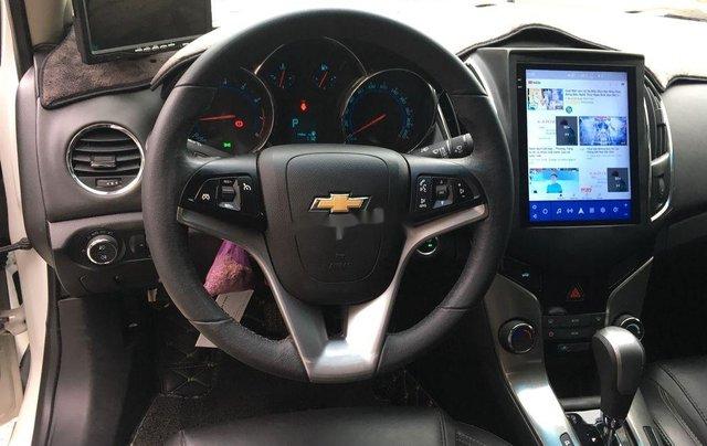 Cần bán gấp Chevrolet Cruze 2017, màu trắng còn mới9