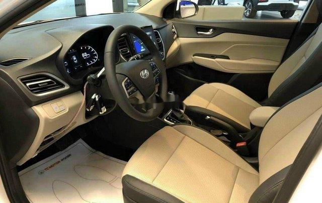 Cần bán Hyundai Accent sản xuất 2020, màu trắng, 520tr7