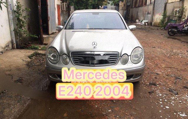 Bán xe Mercedes E240 đời 2004, màu bạc, nhập khẩu0