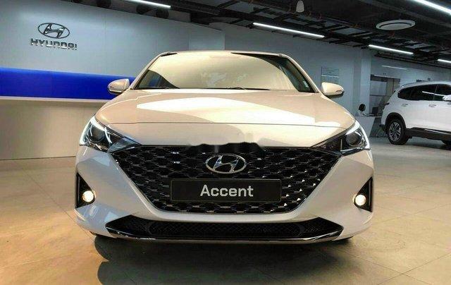 Cần bán Hyundai Accent sản xuất 2020, màu trắng, 520tr0