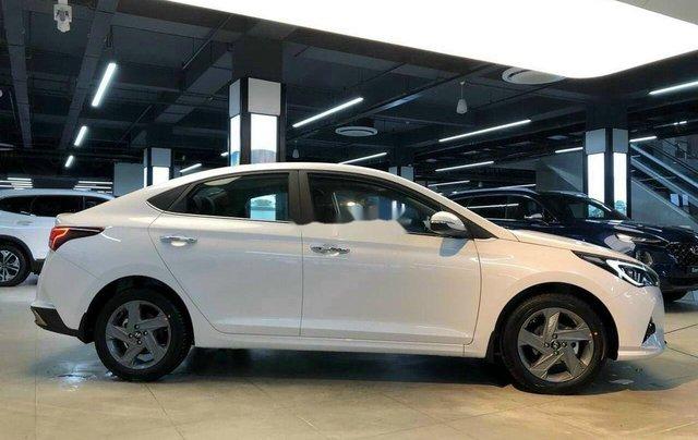 Cần bán Hyundai Accent sản xuất 2020, màu trắng, 520tr4