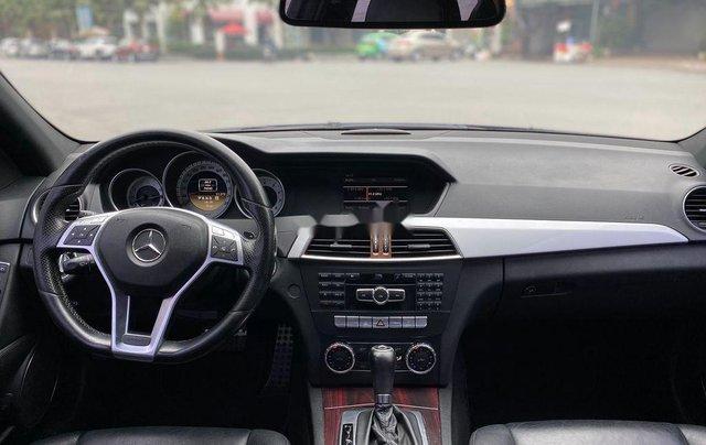 Cần bán lại xe Mercedes C300 AMG năm sản xuất 2011, màu đen8
