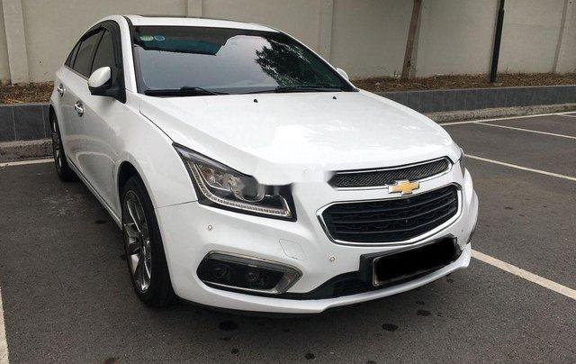 Cần bán gấp Chevrolet Cruze 2017, màu trắng còn mới0