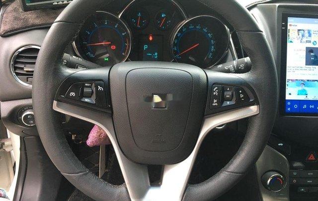 Cần bán gấp Chevrolet Cruze 2017, màu trắng còn mới5