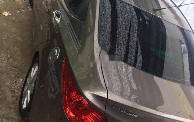 Gia đình bán Hyundai Accent đời 2011, màu nâu, xe nhập0