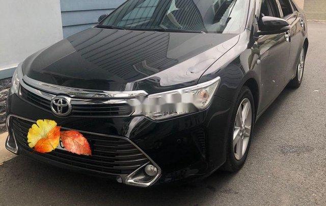 Cần bán xe Toyota Camry năm sản xuất 2015, màu đen xe gia đình, giá 819tr0