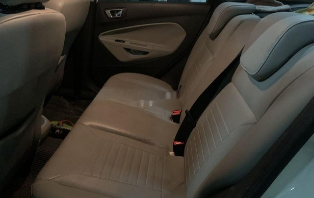 Cần bán gấp Ford Fiesta năm 2014, màu trắng giá cạnh tranh4