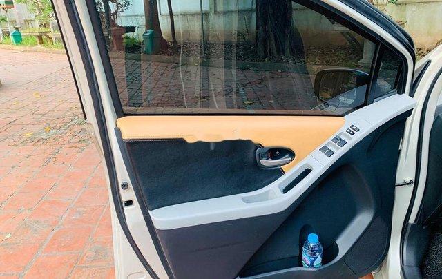 Bán Toyota Yaris sản xuất năm 2011, màu vàng, nhập khẩu nguyên chiếc, 370tr7