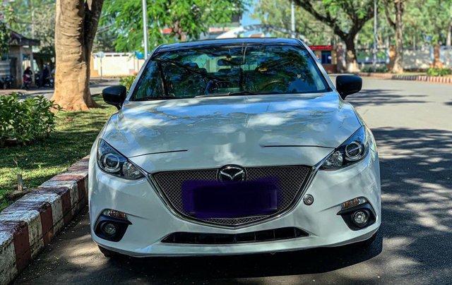 Cần bán Mazda 3 năm sản xuất 2015, màu trắng0