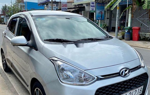 Bán Hyundai Grand i10 đời 2018, màu bạc  2