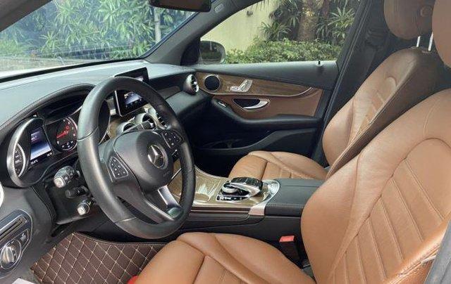 Cần bán Mercedes GLC 250 4Matic sản xuất 2017, màu trắng3