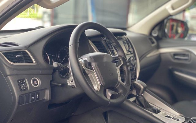 Bán Mitsubishi Pajero Sport 2019, màu trắng, nhập khẩu nguyên chiếc8