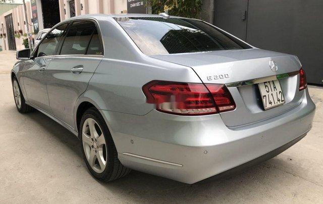 Bán Mercedes E200 năm sản xuất 2013, màu bạc số tự động, giá 870tr3