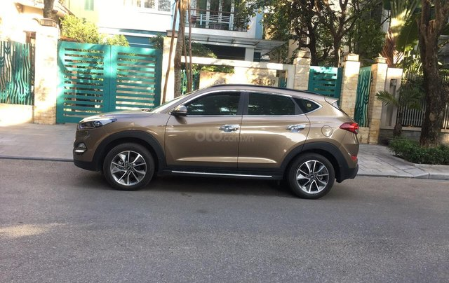 Bán Hyundai Tucson 2.0 AT form mới đời 2019 máy xăng, gốc tỉnh mới đi 18.000 km2
