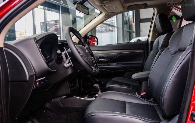 Mitsubishi Outlander, phí trước bạ 0 đồng, xe giao ngay đủ màu, thủ tục vay 80%, 3 ngày nhận xe4