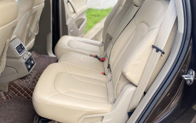 Bán Audi Q7 3.0 Quattro, đăng ký lần đầu 2/2011, xe mới đi 94931 km, xe còn rất đẹp biển số tiến sảnh. Giá 990triệu7