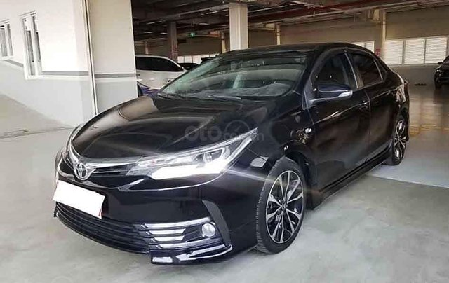 Bán Toyota Corolla Altis đời 2018, màu đen0