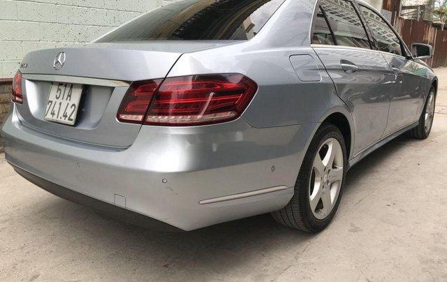 Bán Mercedes E200 năm sản xuất 2013, màu bạc số tự động, giá 870tr4