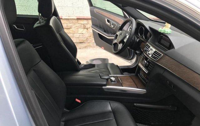 Bán Mercedes E200 năm sản xuất 2013, màu bạc số tự động, giá 870tr8
