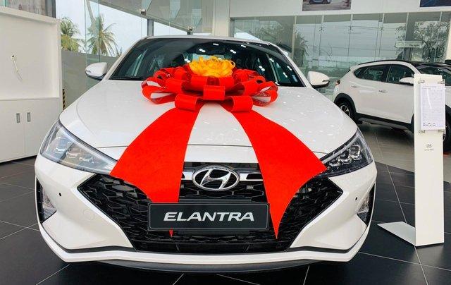 Hyundai Elantra ưu đãi cực khủng giảm ngay 32 triệu tiền mặt, full bộ phụ kiện, chạy 50% thuế trước bạ0