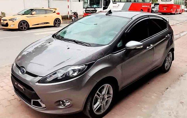 Cần bán Ford Fiesta sản xuất năm 2013, màu xám còn mới, 310tr0