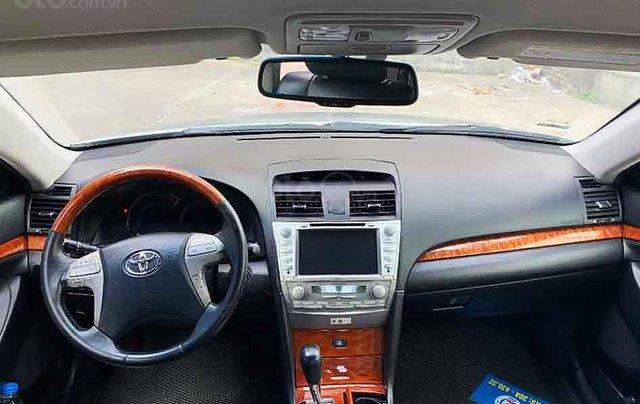 Xe Toyota Camry năm 2007, màu bạc còn mới1