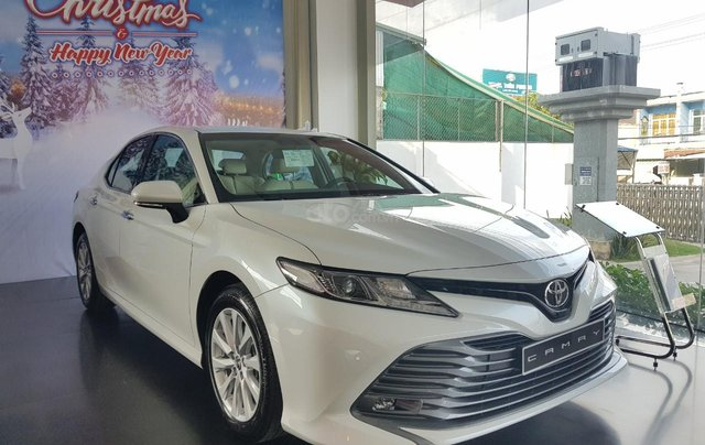Toyota Camry 2021 nhập giảm giá cực khủng, chỉ cần 300tr nhận ngay xế sang3
